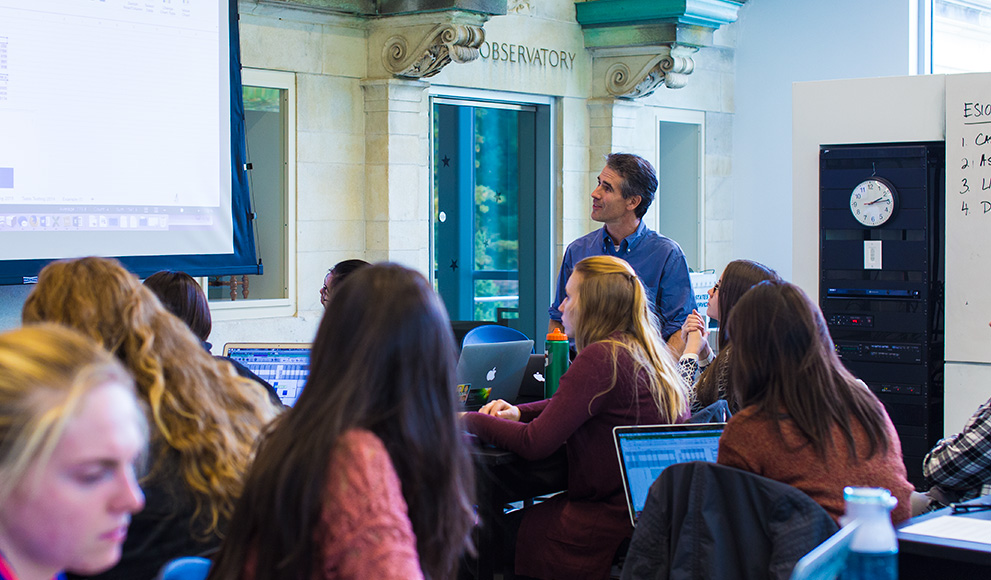 Students in ES 103 connect with Davidson College students online