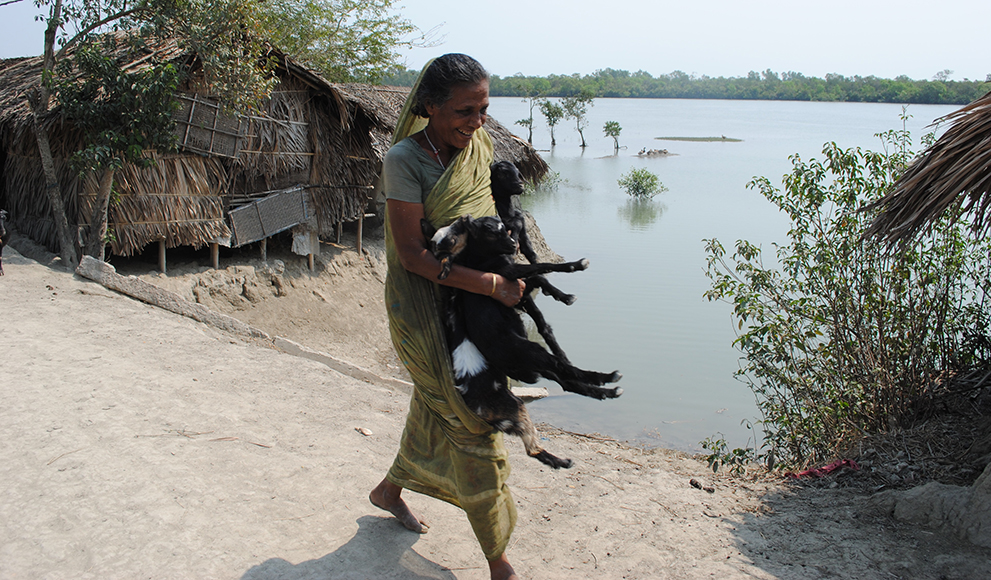 A photo by Amy Yee '96 from a reporting trip in southern Bangladesh