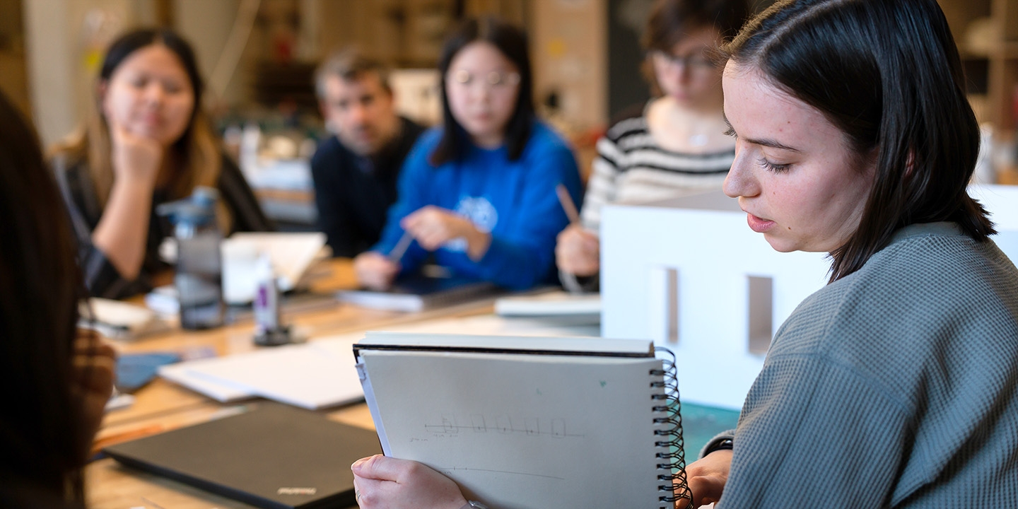 Students working together in a Newhouse course