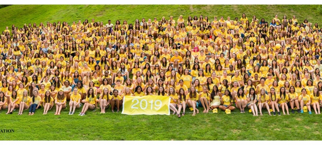 Class of 2019 orientation photo on Severance Hill