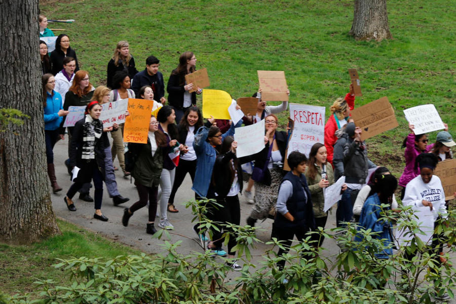 students protesting the immigration executive order