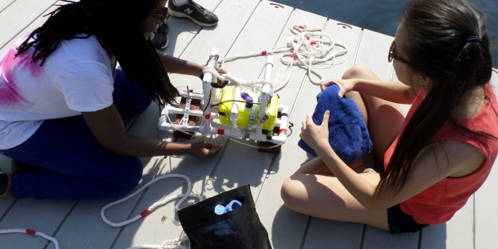 Students in ASTR 202: Hands-on Planetary Exploration Prepare a Small Submarine