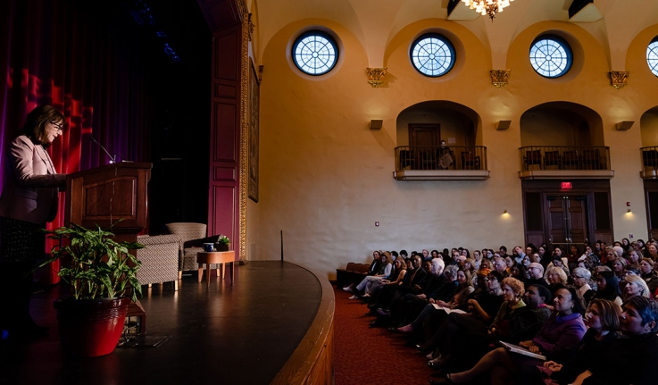 Jane Mayer delivers a lecture in Alumnae auditorium
