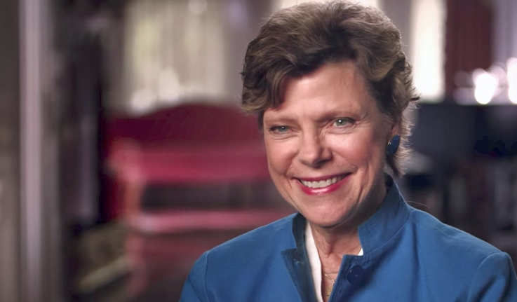 Cokie Roberts sits in an interview chair