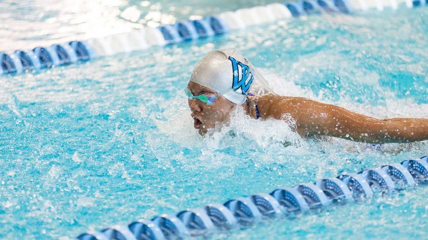 Jessica Wegner '22 swimming