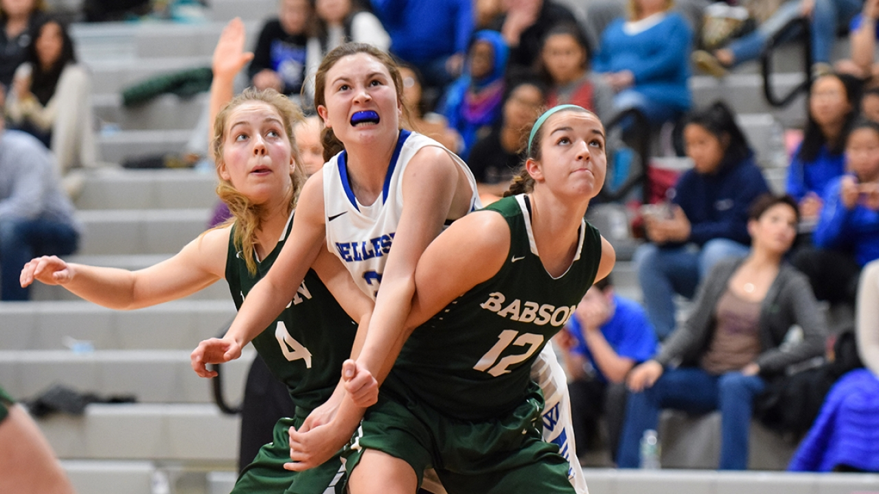 Wellesley junior Laura McGeary '19 fights for a ball in a February 2017 game against Babson College.